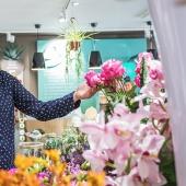 💐 Suite aux dernières annonces gouvernementales, nous vous informons que nos boutiques Oya fleurs restent ouvertes. Rendez-vous en boutique ou sur notre site internet oya-fleurs.com - 🐰 Nos fleuristes vous accompagnent pour fleurir vos fêtes de Pâques ! . . . #confinement #commerceessentiel #COVID #florist #fleuriste #flowerpower #paques #oya #oyafleurs