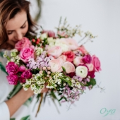 """Toi qui me câlines, toi qui me consoles, toi qui m'accompagnes,  toi qui me fais rire, toi qui m'encourages, toi que j'aime : BONNE FETE MAMAN ! 💕 Complétez la phrase """"toi qui..."""" en commentaire pour souhaitez une bonne fête à votre maman . . . #maman #fetedesmamans #bonnefetemaman#floweroftheday #instafleurs #oya #oyafleurs #flowerpower"""