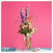 Un bouquet en hauteur, tropical et coloré pour vous souhaiter un bon week-end ! . . . #weekend #tropical #bouquet#flowers #collectionflorale #flowerstagram #oyafleurs #oya #floweroftheday