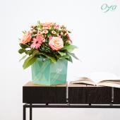 Cœur de lotus, chardon, rose et eucalyptus s'enlacent pour former un bouquet aux airs de vacances iodées ! Bonne journée à tous ! . . .#instafleurs #flowershop #flowerstagram #florist #flowers #oyafleurs #oya #flowerpower
