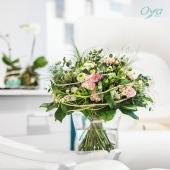 Comme dans un tableau impressionniste, les roses par petites touches pastel apportent de la douceur à ce bouquet rond tout en transparence.. . . . #oya #oyafleurs #flowerstagram #collectionflorale #flowers #fleuriste